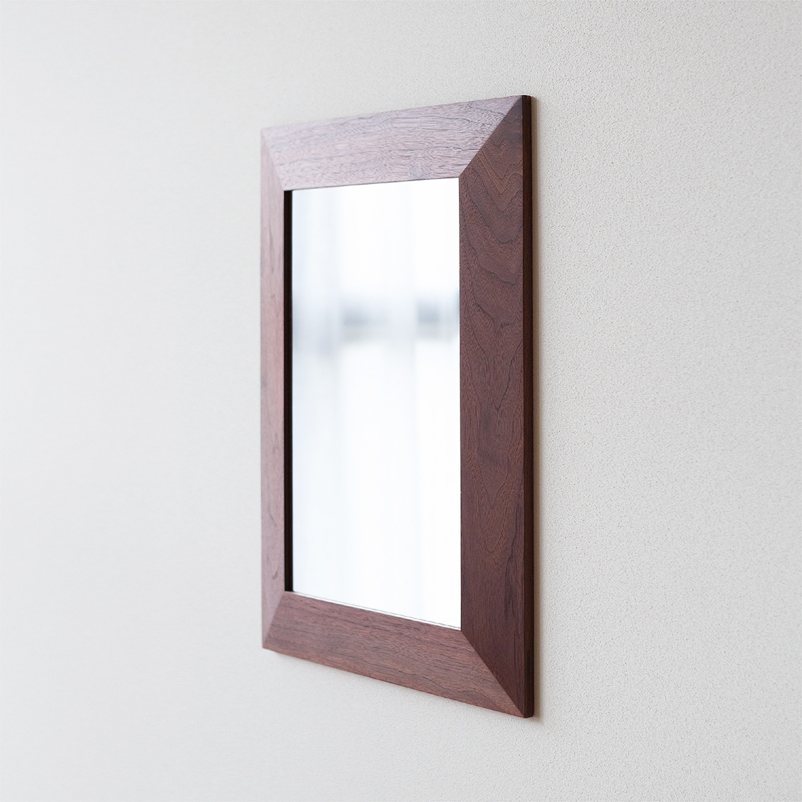 ANGOLO A3 walnut (mirror)
